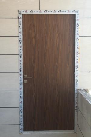 درب داخلی با چهارچوب آلومینیومی